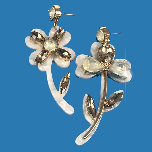 earrings, jewelry, white flower earrings, flower earrings, jewelry subscription, jewelry subscription box, crystal earrings